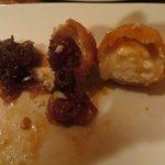 Käsebällchen mit Zwiebelmarmelade