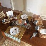 la tavola imbandita che i proprietari ci hanno fatto trovare