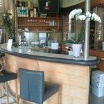 Bar in der Lobby des Hotels beim Eingang in das Restaurant
