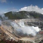 Один из кратеров вулкана Поас.