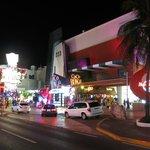 La Avenida de noche