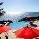 piscine du Karibu et vue sur la mer