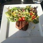 mini biefstuk... smaakte goed, had wel wat groter gemogen. 100 gram ofzo....