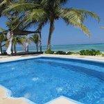 piscina idromassaggio davanti alla camera