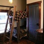 Pine Creek Room - 2 singles (bunk style)