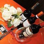 Nuestros Vinos - Buenos y accesibles, para acompañar nuestros manjares.