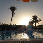 coucher de soleil sur la Piscine de Holiday beach