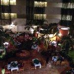 Vista superior de um dos restaurantes na área interna