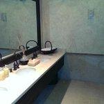 Baño, Restaurant