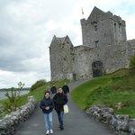 La Castellana del Dunguaire Castle con cavaliere