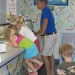 """Big Kid Stool"" helps short-stuffs see all 32 flavors"