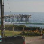 Vue de la chambre sur les surfeurs et le Pier