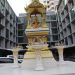 temple façade avant de l'hotel