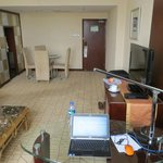 Holiday Inn Zhengzhou suite office area 2