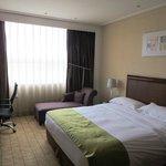 Holiday Inn Zhengzhou suite bedroom