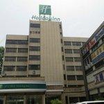 Holiday Inn Zhengzhou entrance