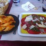 Carpaccio et ses pâtes napolitaine, les pâtes délicieuses mais la viande trop d huile trop de fl