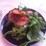 Roquette fraîche et panchetta délicieux