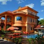 V&A Villa pool