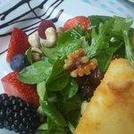 Queso de cabra con frutas y nueces