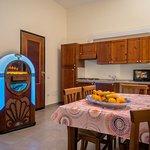 """Jukebox"" breakfast room/Kitchen"