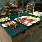 Разнообразный континентальный завтрак