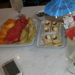Welcome drinks, fruits & cakes