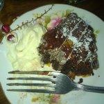 chocolate and pecan nuts tart...per la fretta di mangiarla ho fatto la foto a metà dolce!!
