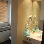Clean bathroom, great amenities