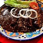 Enchiladas de Mole Poblano rellenas de Pollo