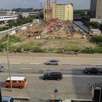 Aussicht auf die Hauptstraße und Baustelle