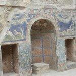 Ancora splendidamente colorati questi magnifici mosaici
