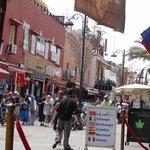 La rue devant le restaurant