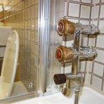 no pressure regulating mixing valve