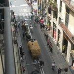 Aussicht von meinem Balkon ... es ist nicht immer ganz so belebt, an diesem Tag gab es einen Umz