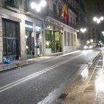 Das Hotel bei Nacht