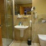 Modernes Badezimmer, alles neu und sehr sauber