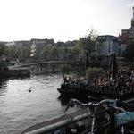 ライデン名物!一番人気の運河カフェ