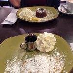 Colazione a base di pancakes con sciroppo d'acero, buonissimo!!