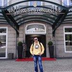 Eu na entrada do Hotel!