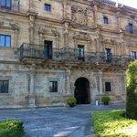 Una de las fachadas del palacio