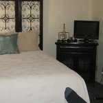 deluxe queen bed and linens, tv and wi-fi