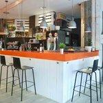 Nueva cafetería Entrepuentes Once de junio.