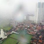 siang saat hujan deras