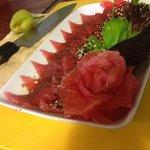 Sashimi de atún fresco