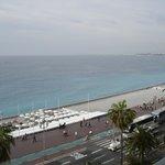 Mot havet og flyplassen i Nice