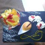 Salade de fruits frais avec sorbet fruits exotiques