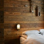 ROOM4 [reclaimed wood]