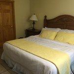 King size bed in BIMINI room