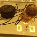 Moelleux au chocolat avec sa glace praliné